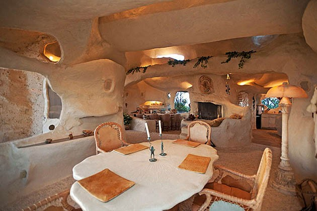 Dick-Clarks-Flintstones-House-in-Malibu-4-934x