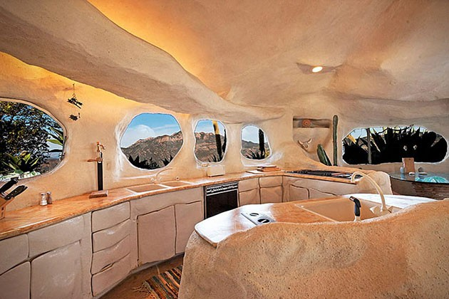 Dick-Clarks-Flintstones-House-in-Malibu-5-934x