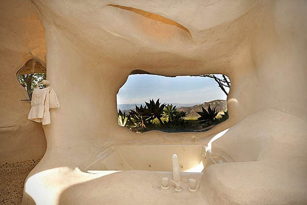 Dick-Clarks-Flintstones-House-in-Malibu-8-934x