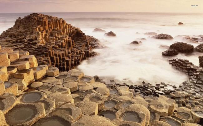 playas-con-piedras-arena-geometricas
